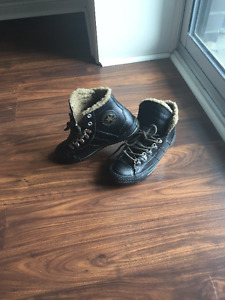 Leather Converse Fall/Winter Boot Boys Unisex Size 5 Youth