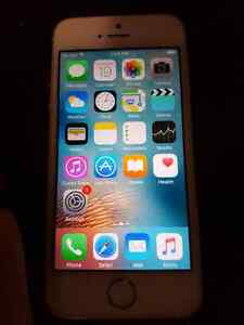 Selling iphone 5s 16GB