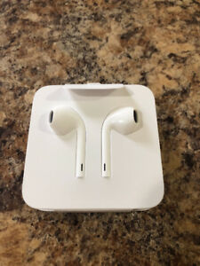 Brand new official Apple iPhone earphones / earpods