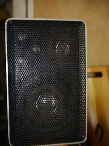 Realistic Amp and 4 desk top  speakers Kingston Kingston Area image 4