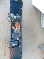 SNOWBOARD 144 CM. LTD SPORTS VERSAFLEX AVEC FIXATIONS 55$