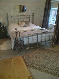 Lovely light double room in West Bridgford home Mon-Fri £80 p/w incl bills