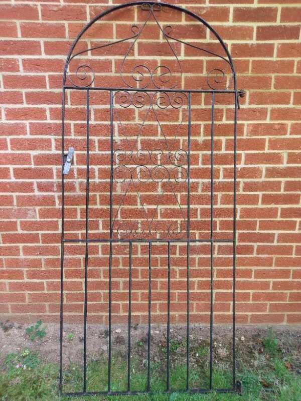 B Q Bow Top Iron Gate