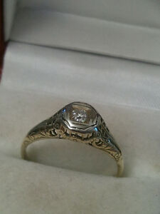 beautiful old ring 14k gold one diamond