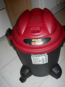 Shop Vac 5 US gallons with hose in excellent condition