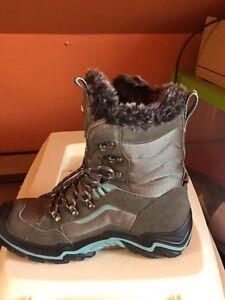 Keen Durand women's winter boots size 7