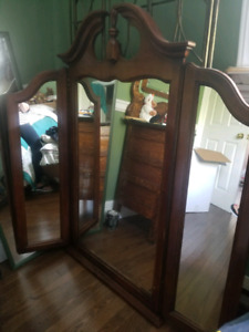 Gorgeous antique 3  pane mirror