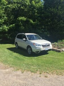 2015 Forester Subaru PZEV Low KMS Lady Driven