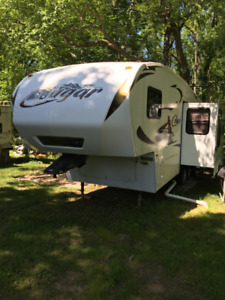 28 ft Cougar Fifth Wheel - 2011 - Excellent condition!
