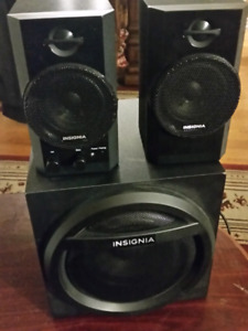 Insignia blue tooth speaker + auxellary