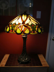 Beautiful Tiffany style stained glass table lamp.