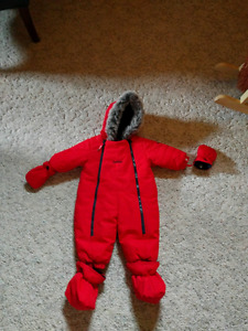 Oshkosh snowsuit 6/9 month