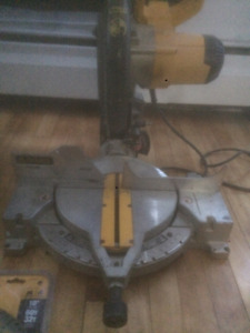 Dewalt Mitre Saw 140$ with two new blades