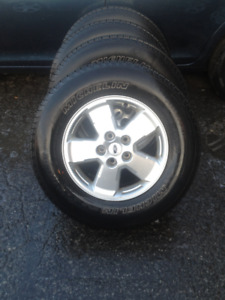 FORD ESCAPE 4 MAGS-TIERS...235 -65-16