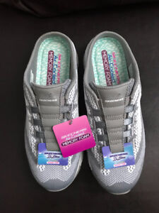 brand new ladies size 8 skechers d'lites sneaker clogs