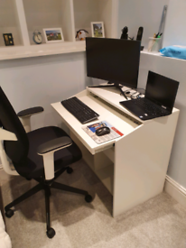 Office Desk - 4 months old - Just £40 - Extendable Keyboard Area