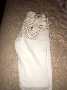 BRAND NEW WHITE TRUE RELIGION JEANS FOR FEMALES SIZE 26!!!