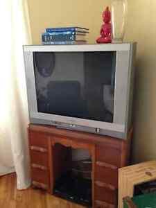 Télé énorme vintage
