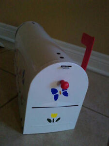 Brand new in box outdoor rural mailbox handpainted metal London Ontario image 5