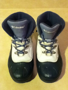 Women's Columbia Waterproof Winter Boots Size 4 London Ontario image 2