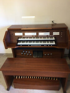 Rodgers 535 Organ (Sold in 2 days. We have others.) London Ontario image 2