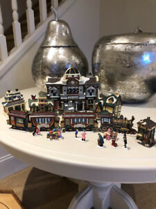 Christmas  Village/Train Station