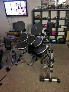 Electric drum kit with double foot pedal