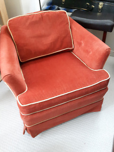 Comfy, bright chair with wheels