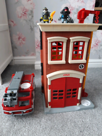 Toy fire station and engine