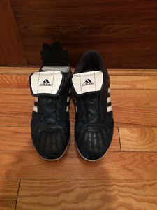 kids size 6 adidas soccer cleats