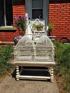 Jolie Cage D'oiseaux Antique Shabby Chic avec Table West Island Greater Montréal image 4