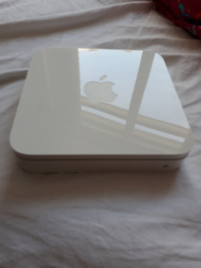 Apple Router: AirPort Express Base Station