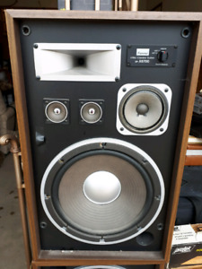 Sansui Amplifier with speakers