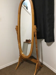 Oval Stand-up mirror