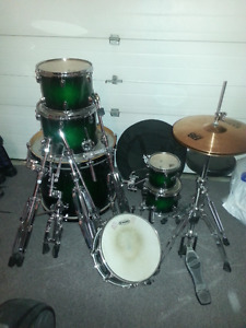 COMPLETE MAPEX DRUM SET WITH STANDS AND CYMBALS