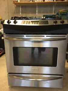 Frigidaire dual fuel range/slide-in model, with warming oven