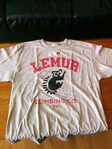 Brand new Lemur Sony Unchated 4 t shirt