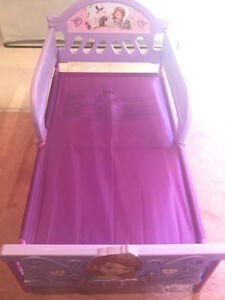 FS: Sofia toddler bed with Mattress