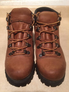 Women's Wilderness Hiking Boots Size 6.5 London Ontario image 4