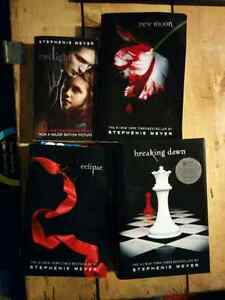 Twilight saga 4 books, 4 livres