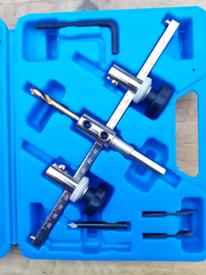 Hole cutting tool
