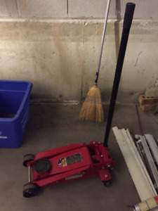 Red Torin 3.5 ton floor jack