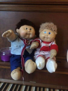 2 Xavier Roberts signed 1978-80 17 inch Cabbage Patch Dolls