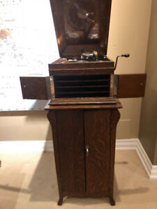 1914 Victrola Phonograph - It works! Doubles as wine cabinet!