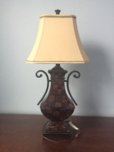 Decorative accessories including 2 table lamps