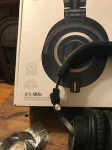 Audio-technica ATH-M50x - Head Phones.