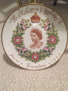 COLLECTIBLE PLATE OF QUEEN ELIZABETH FOR SALE