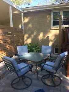 Solid patio set, 40x40 table with glass top