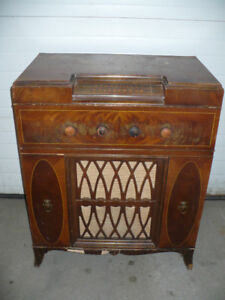 Antique phonograph radio by Serenader