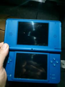 Nintendo DSi XL (écrans larges)